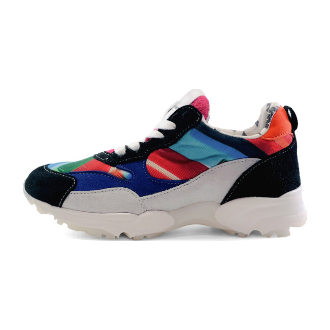 Goji Sneakers, Hairdo
