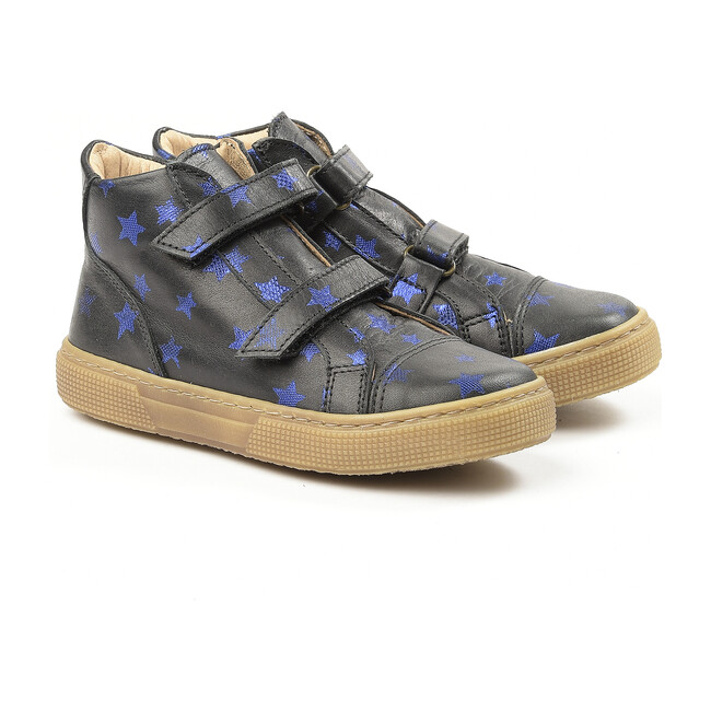 Stars Deail Snakers, Navy