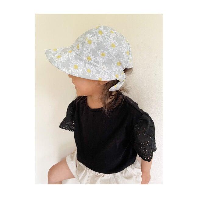 Sun Bonnet, Daisy Grey