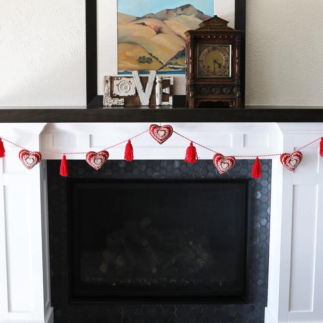 Valentine Garland, Red