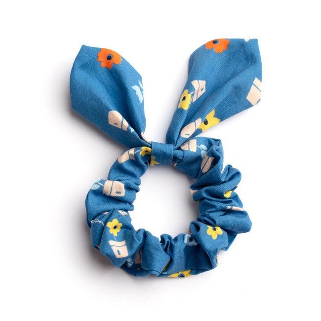Lola Hairtie, Blue Flower Pots